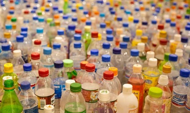 I rifiuti di plastica diventano carburante per le auto a idrogeno