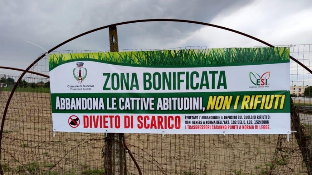 Sversamento illecito di rifiuti, affissi i manifesti contro gli 'incivili'